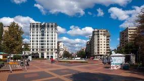 索非亚,保加利亚- 2018年9月26日:喷泉和庭院南方公园入口的在市索非亚 免版税库存图片