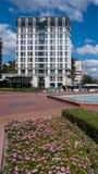 索非亚,保加利亚- 2018年9月26日:喷泉和庭院南方公园入口的在市索非亚 免版税库存照片