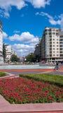 索非亚,保加利亚- 2018年9月26日:喷泉和庭院南方公园入口的在市索非亚 库存照片