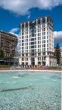 索非亚,保加利亚- 2018年9月26日:喷泉和庭院南方公园入口的在市索非亚 库存图片
