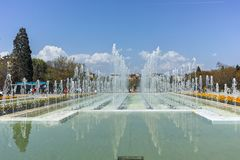 索非亚,保加利亚- 2018年4月14日:在全国劳动人民文化宫前面的喷泉在索非亚 免版税库存照片