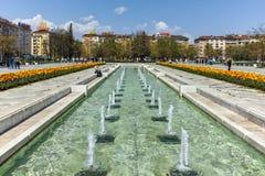 索非亚,保加利亚- 2018年4月14日:在全国劳动人民文化宫前面的喷泉在索非亚 免版税图库摄影