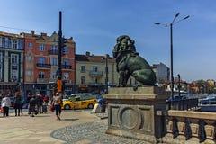 索非亚,保加利亚- 2018年4月13日:在狮子` s桥梁的狮子雕塑在Vladaya河,索非亚 免版税图库摄影