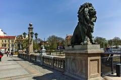 索非亚,保加利亚- 2018年4月13日:在狮子` s桥梁的狮子雕塑在Vladaya河,索非亚 免版税库存图片