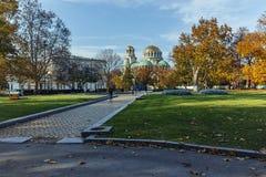 索非亚,保加利亚- 2017年11月7日:大教堂圣徒亚历山大Nevski金黄圆顶在索非亚 免版税库存图片