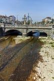 索非亚,保加利亚- 2018年4月13日:狮子在Vladaya河,索非亚的` s桥梁全景  免版税库存图片