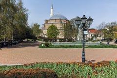索非亚,保加利亚- 2018年4月13日:Banya Bashi清真寺和庭院中央巴恩在索非亚 图库摄影