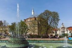 索非亚,保加利亚- 2018年4月13日:Banya Bashi清真寺和庭院中央巴恩在索非亚 免版税库存照片