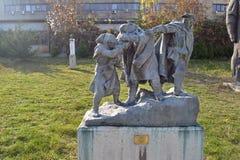 """索非亚/保加利亚- 2017年11月:党羽雕象,"""";对Mountains"""";阿赫马杜克鲁莫夫,1952年在社会主义者博物馆  免版税图库摄影"""