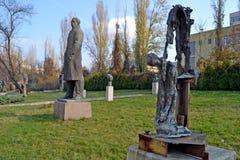 索非亚/保加利亚- 2017年11月:雕象在社会主义艺术博物馆  图库摄影