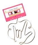 紧凑卡型盒式录音机桃红色颜色和我爱你手由模式磁性录音磁带例证做的手势语形状 皇族释放例证