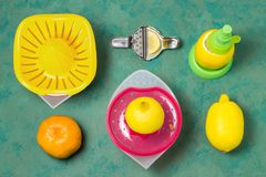 紧压的汁液各种各样的设备从柑橘 库存图片