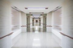 紧急状态,白色医院走廊,干净和卫生空间, 免版税图库摄影