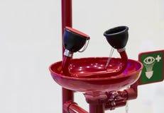 紧急眼睛洗涤的单位 免版税库存照片