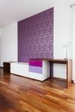紫罗兰色墙壁 库存图片