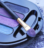 紫罗兰色眼影膏 库存图片