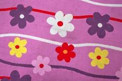 紫罗兰色色花地毯 紫色花地毯 紫色花背景 幼儿园和儿童地毯 库存照片