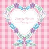 紫色和桃红色花爱花圈框架 库存图片