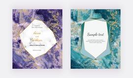 紫色和绿色大理石设计与金黄多角形框架 婚礼邀请的,横幅,卡片,飞行物,海报现代模板, 皇族释放例证