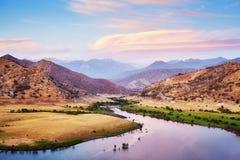 紫色日落的,美国优胜美地国家公园 免版税库存照片