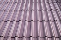 紫色瓦屋顶盖子 图库摄影