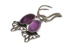 紫色的耳环查出的银 免版税库存图片