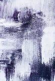 紫色紫罗兰色和白色掠过了油漆背景纹理摘要刷子冲程混乱样式垂直取向 免版税库存照片