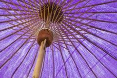 紫色织品伞 免版税库存照片