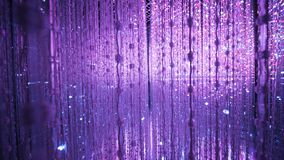 紫色轻的背景在ArtScience博物馆新加坡 免版税库存照片