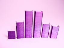 紫色钉书针 免版税库存照片