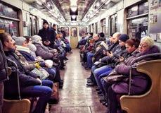 紫色阴霾-在Kyiv地铁的阴郁的神色-乌克兰 库存照片
