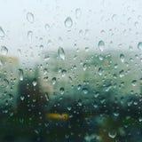 紫色雨视窗 免版税图库摄影