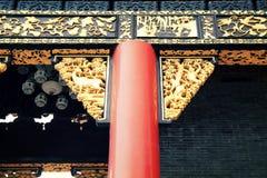 繁体中文在中国放光和古老大厦,东亚古典建筑柱子  图库摄影