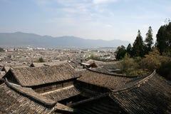 繁体中文家铺磁砖的屋顶  库存照片