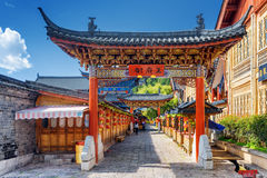 繁体中文木门,丽江古城,中国 库存照片