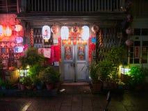 繁体中文照亮的老门称呼灯笼 免版税库存照片