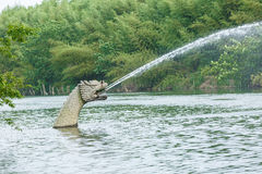 繁体中文石雕刻的龙在公园 库存图片