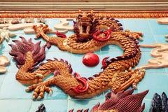 繁体中文龙墙壁,亚洲古典龙雕塑 库存照片