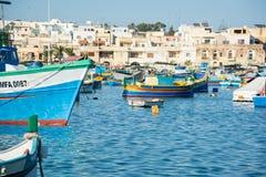 繁忙和五颜六色的马耳他港口 免版税库存照片