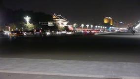 繁忙的中国街道夜交通,在北京天安门广场附近的人乘坐的自行车 影视素材
