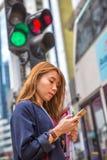 繁忙的亚裔妇女 免版税库存图片
