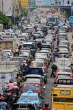 繁忙的交通在高峰时间在雅加达,印度尼西亚 免版税库存图片