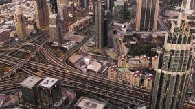 繁忙的交通场面在扎耶德Road,迪拜的主路动脉回教族长的下班时间内 影视素材