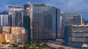 繁忙的交通天顶视图在财务都市timelapse,香港市的 股票录像