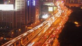 繁忙的交通Timelapse在天桥的在现代城市,上海,中国 股票录像