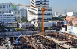 繁忙的商业建造场所在曼谷 库存图片