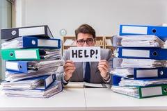 繁忙的商人请求与工作的帮忙 库存照片