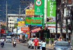 繁忙的城市patong街道泰国 库存照片