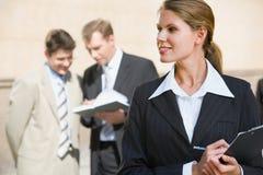 繁忙的女实业家 免版税库存图片