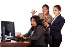 繁忙的妇女运作的年轻人 库存照片